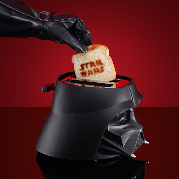 1bd7_star_wars_toaster_inuse